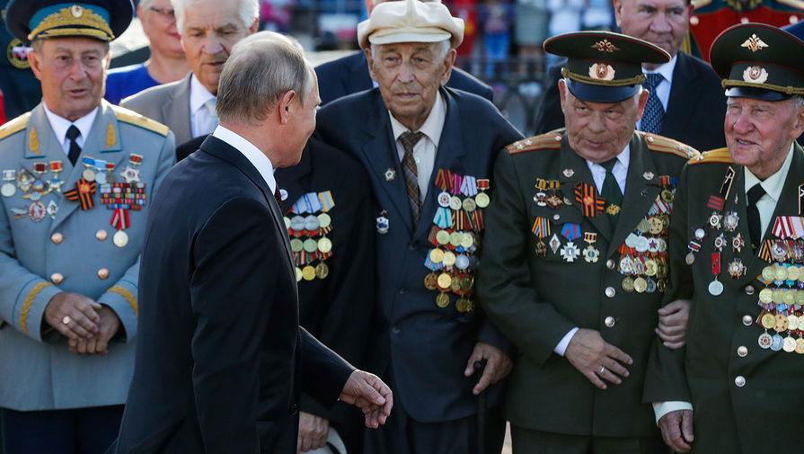 В. Путин среди ветеранов